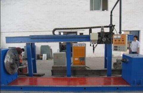 Machine de rechargement de rouleaux