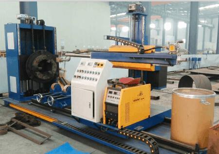 Wear-resisting pipe welding machine